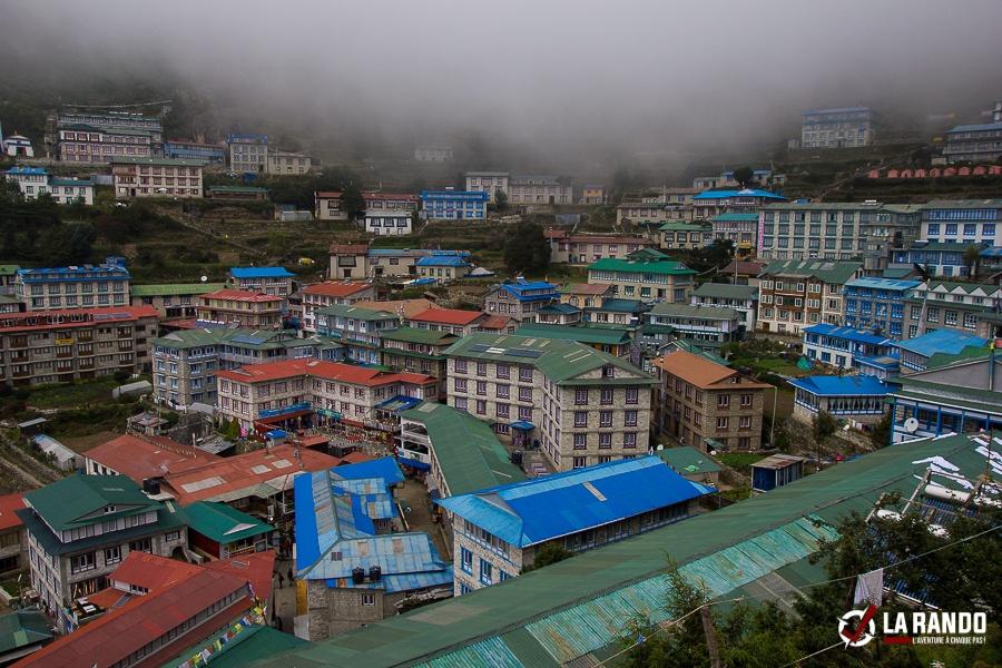Namche Bazaar, passage des alpinistes pour l'Everest